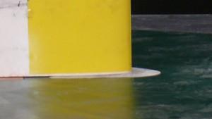 Messhandschuh auf der Bodenplatte