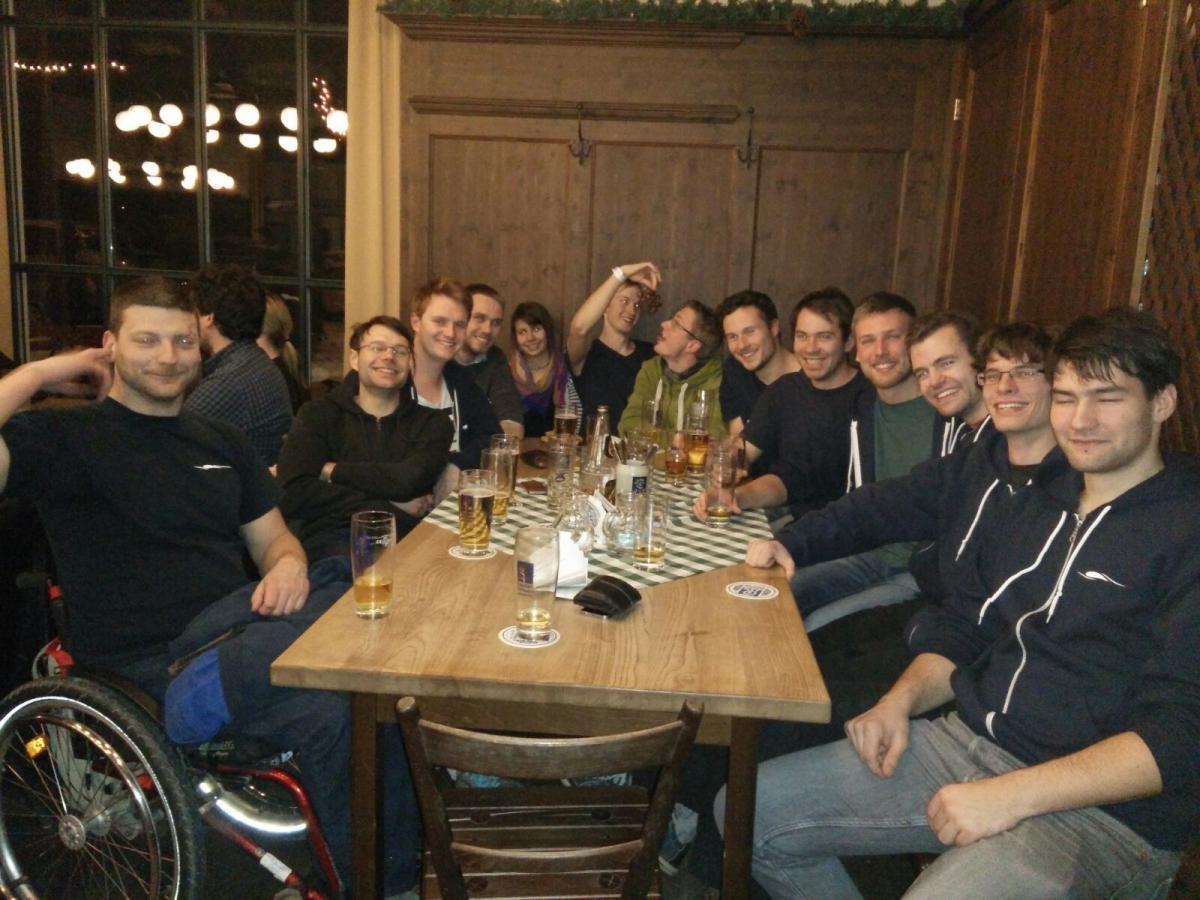 Unsere ganze Gruppe beim gemeinsames Abendessen