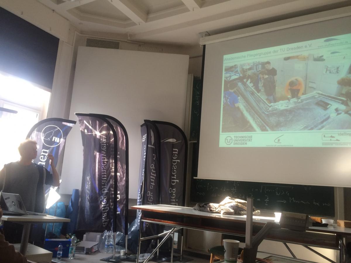 Unser Projektleiter Jan bei seinem Vortrag zur D-B11